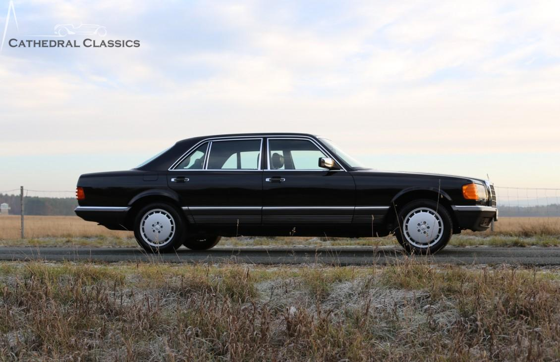 Mercedes-Benz W126 - 500 SEL 1982 - Cathedral Classics