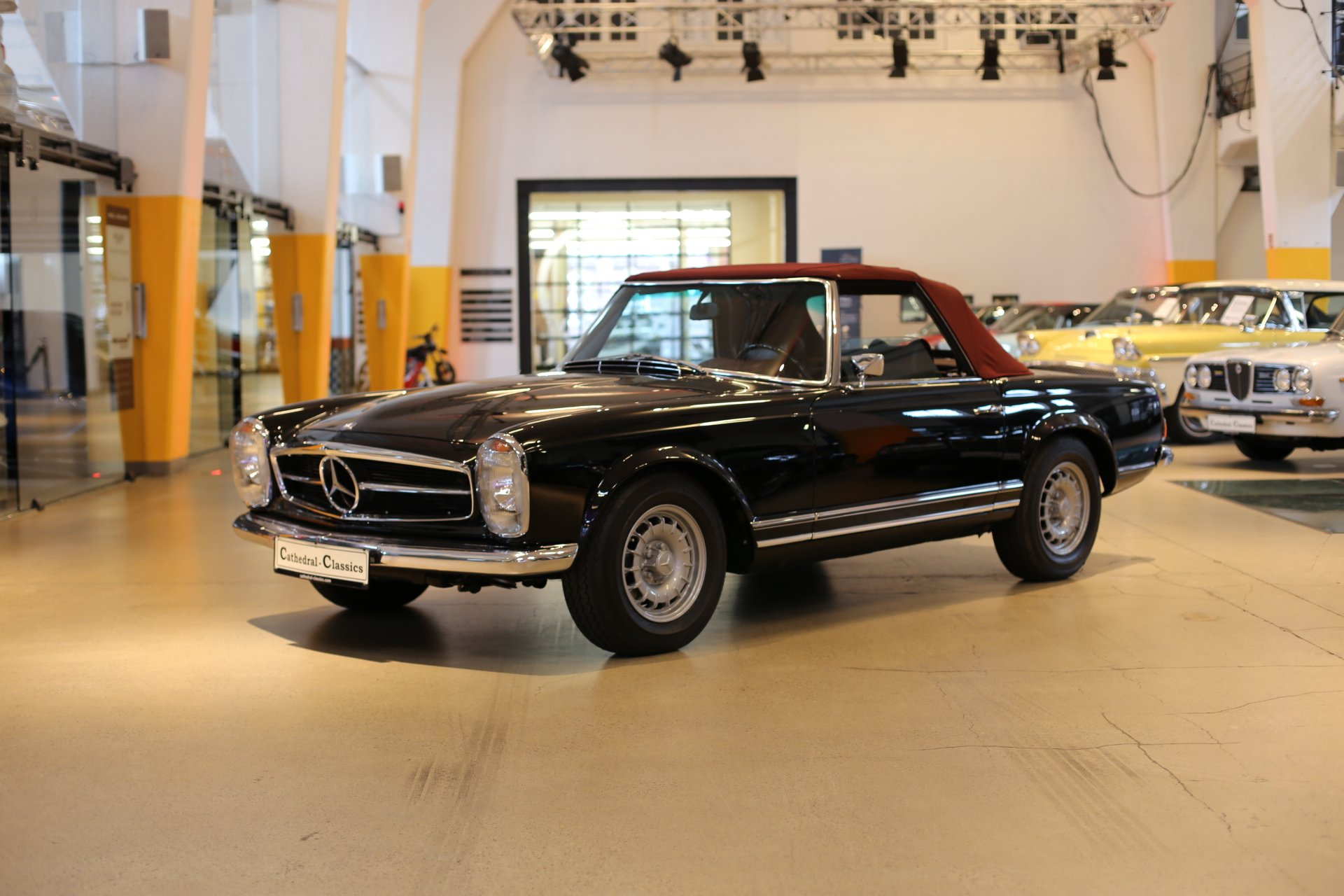 W113 Mercedes 280 SL Automatic